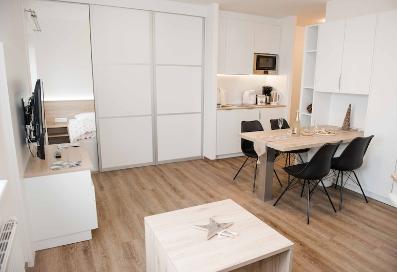 Schoenbrunn Design by welcome2vienna, Vienna, Apartment, Kitchen, City View (Cleaning Fee Included), Living Area