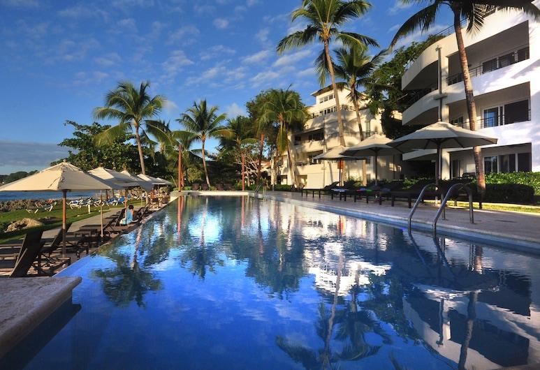 Infiniti Blu Luxury Ocean Front Condos, Sosua, Sonsuzluk Havuzu