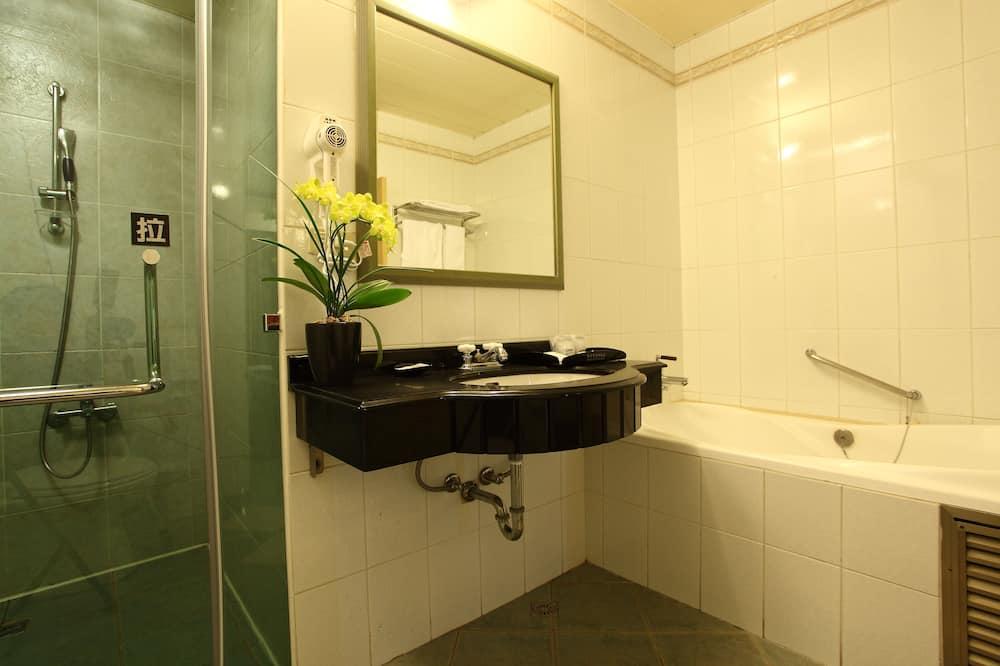 Quarto Quádruplo Deluxe, 2 camas de casal - Casa de banho
