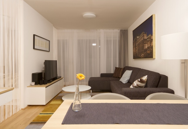 Kaiser Royale Top 29 by Welcome2vienna, Vienna, Apartment, Balcony, City View (Cleaning Fee Included), Living Room