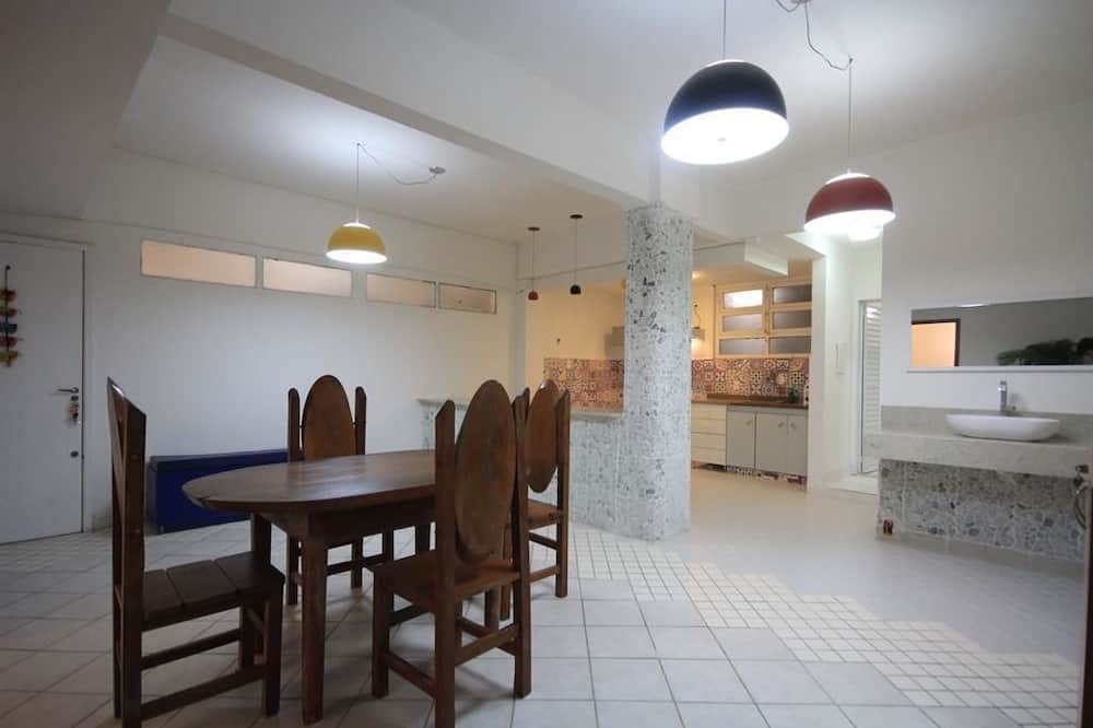 Standard Apartment, 2 Bedrooms, Kitchen - In-Room Dining