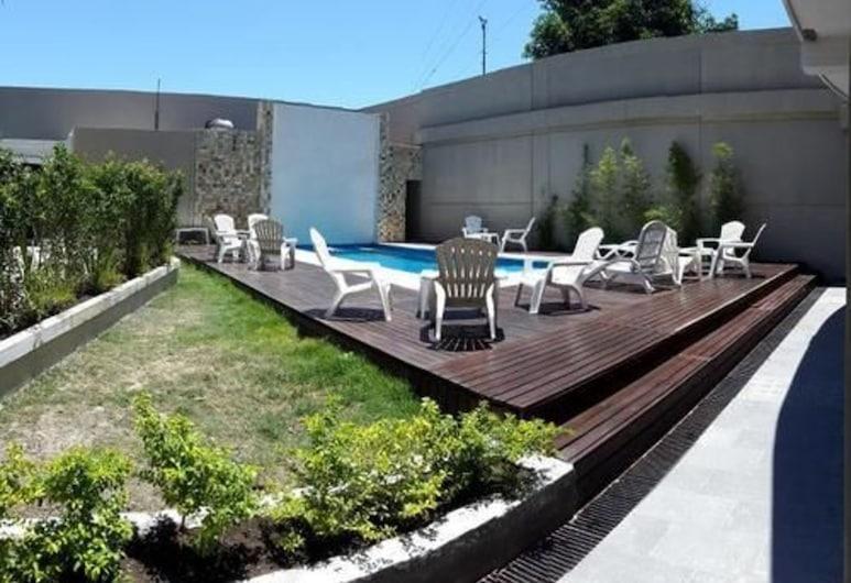 هوتل ألتوس ديل إستيرو, سانتييجو دل إستيرو, حمّام سباحة خارجي