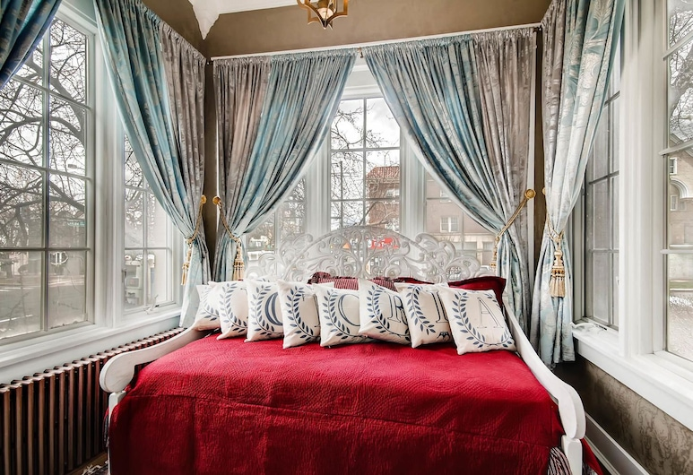 The Holiday Chalet, Denver, Alexandrina Suite, Guest Room View