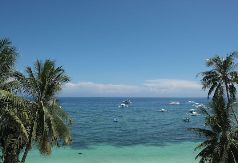 Baywatch Dive Resort, Panglao, Beach