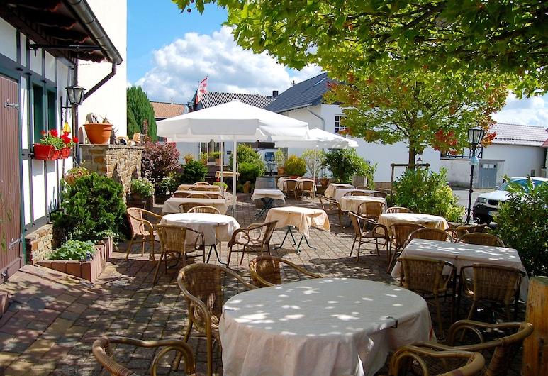 Landgasthaus Pfahl, Wershofen, Restaurante al aire libre