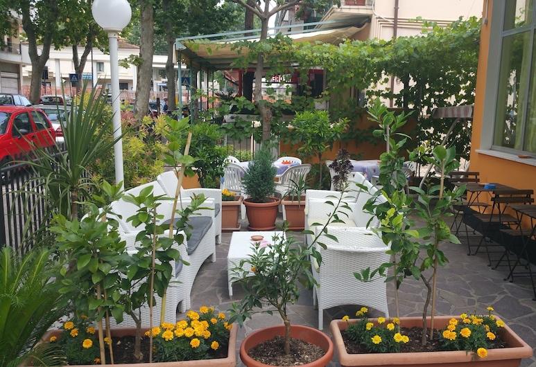 Hotel Villa Lorena, Rimini, Dvor