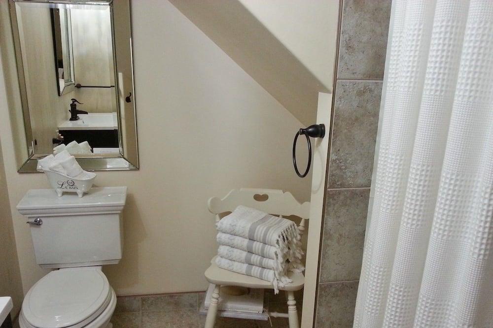 Номер, 1 двуспальная кровать «Кинг-сайз», вид на сад, первый этаж - Ванная комната