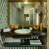 Premier Balcony - Bathroom