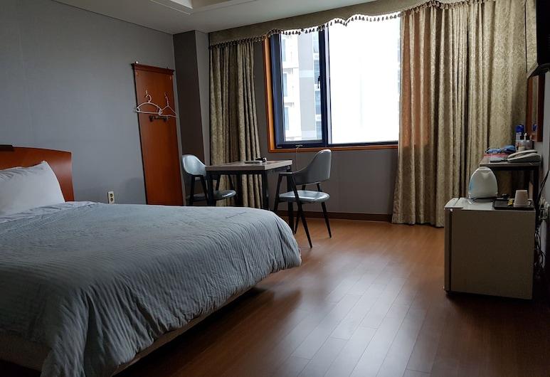 Sungsanpo Sky Hotel, Seogwipo, Deluxe dubbelrum - 1 kingsize-säng - rökare, Gästrum