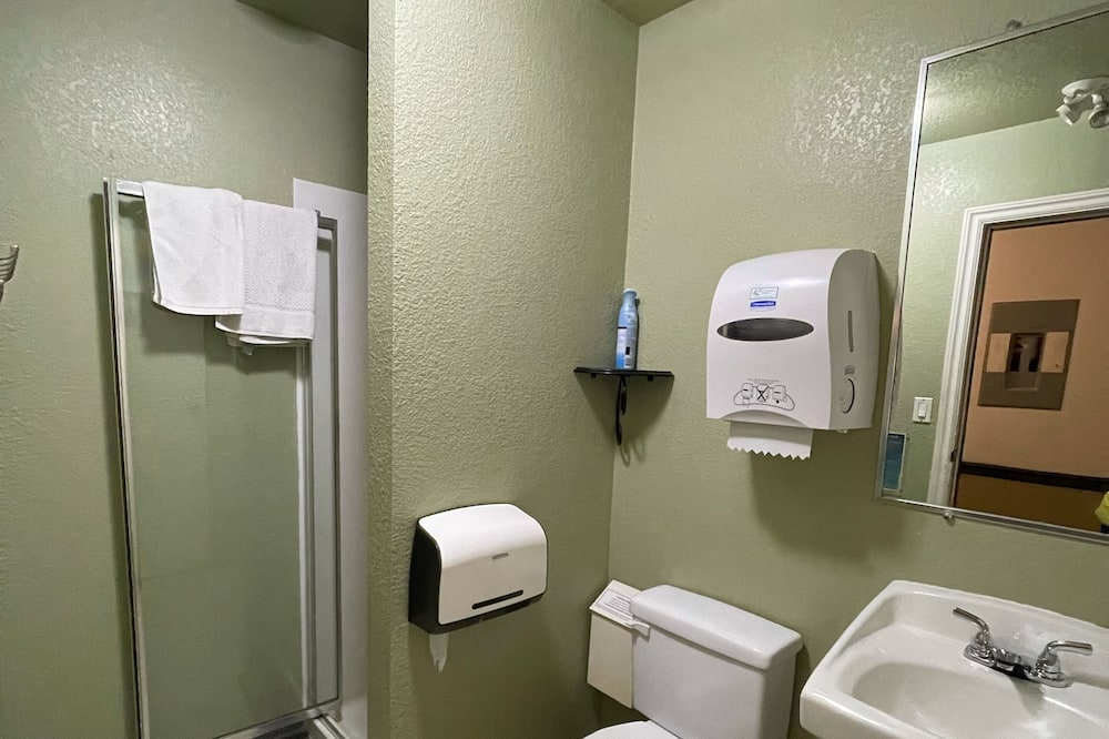 經典客房, 1 張加大雙人床 - 共用浴室