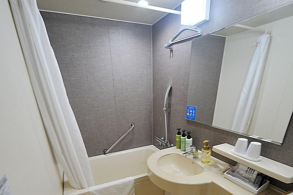 Triple Room Non-Smoking For 3 person - Bathroom