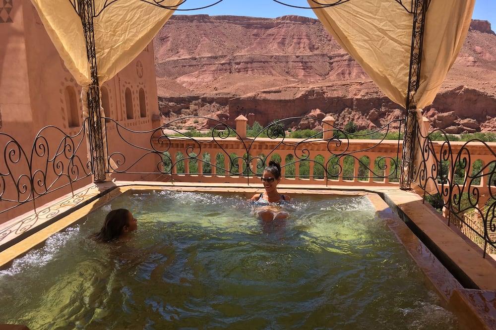 Takterrasse med basseng
