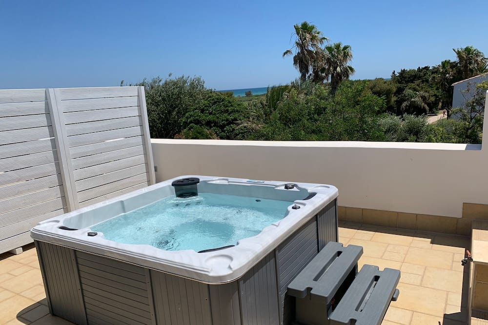 Panoramic Penthouse - Private spa tub