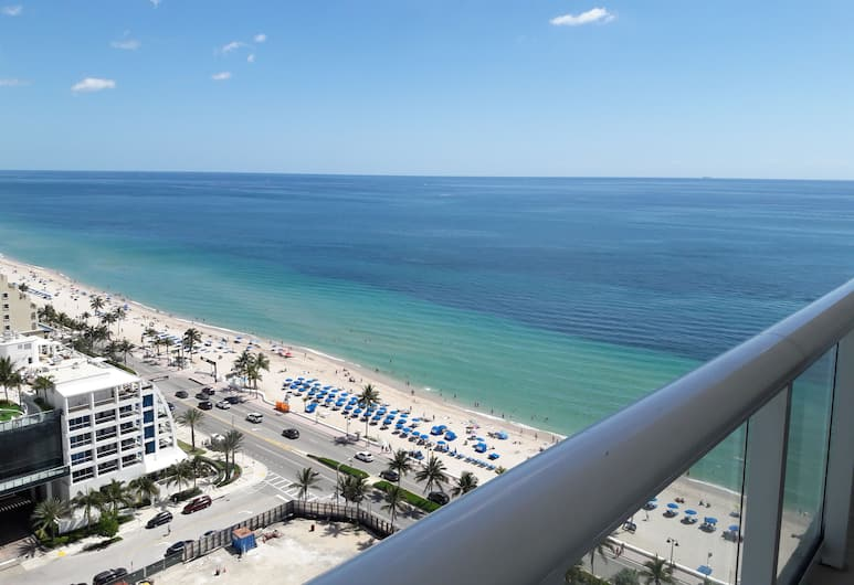Private Residence at the Fort Lauderdale Beach Resort, Fort Lauderdale, Luxury Studio Suite, 2 Queen Beds, Ocean View (Unit 2212), Balcony