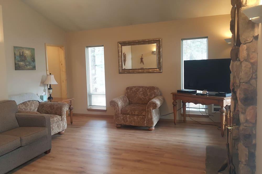 كابينة عائلية - غرفتا نوم - بمطبخ - بمنظر للنهر - غرفة معيشة