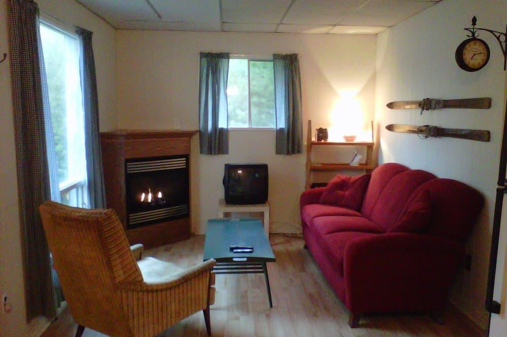 Standard Cottage, 2 Bedrooms, Kitchen, Lake View (Spruce) - Living Room