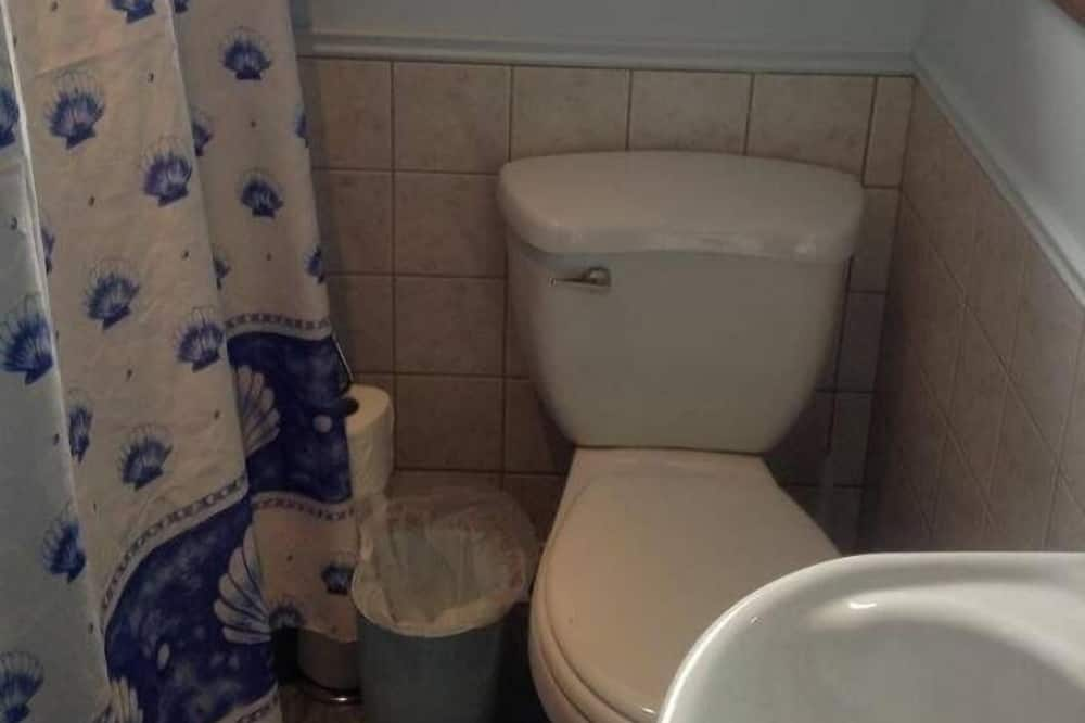 Standarta numurs, 1 divguļamā gulta, koplietojuma vannasistaba - Vannasistaba