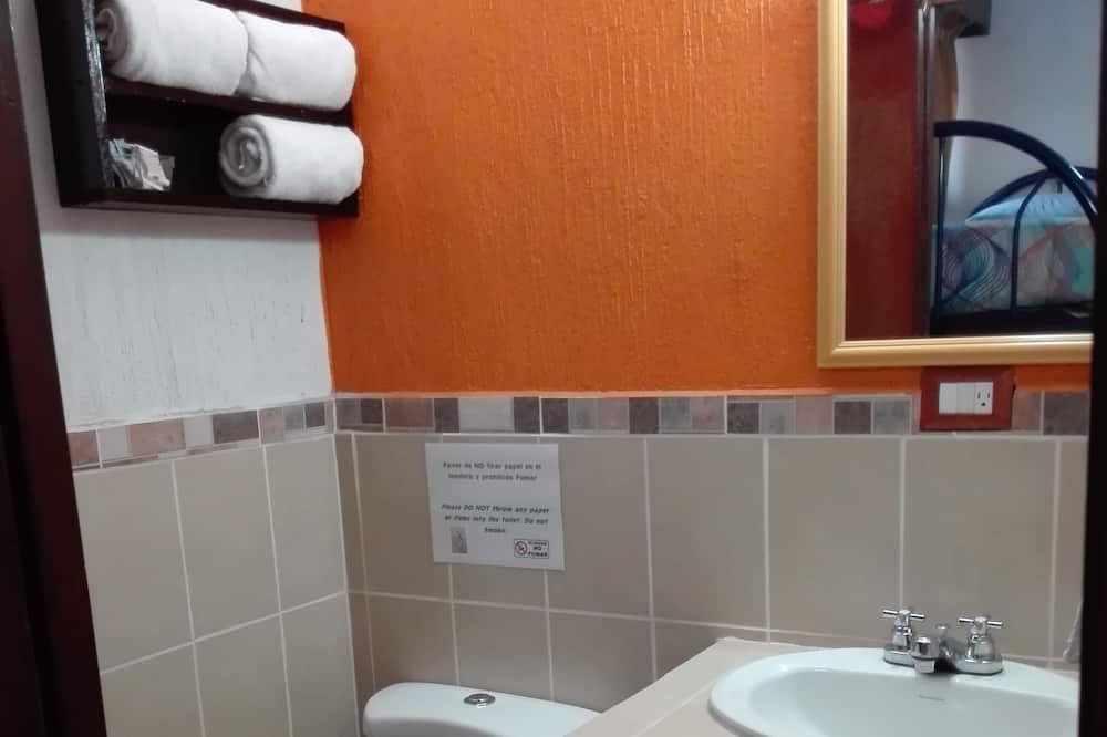 베이직 트리플룸, 침대(여러 개), 전용 욕실 - 욕실