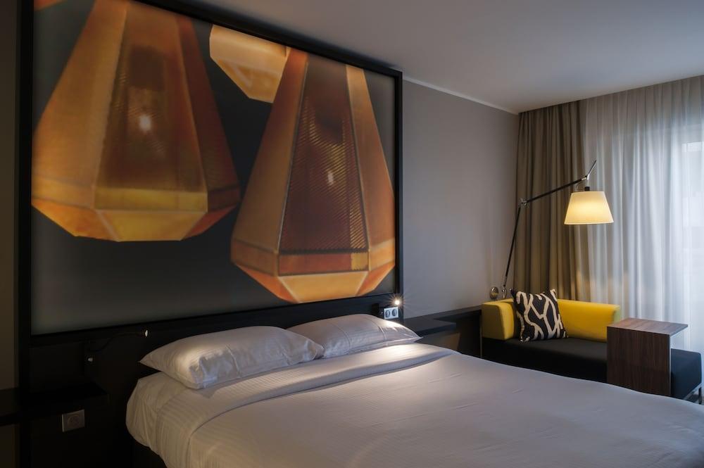simon hotel in fort de france book on. Black Bedroom Furniture Sets. Home Design Ideas