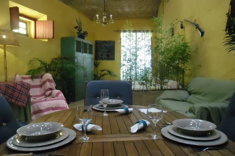 Studio Premium, kamar mandi pribadi - Tempat Makan Di Kamar