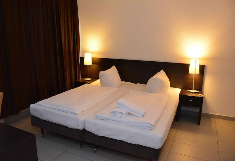 Mosel Hotel Frankfurt, Frankfurt, Standard-Vierbettzimmer, Zimmer