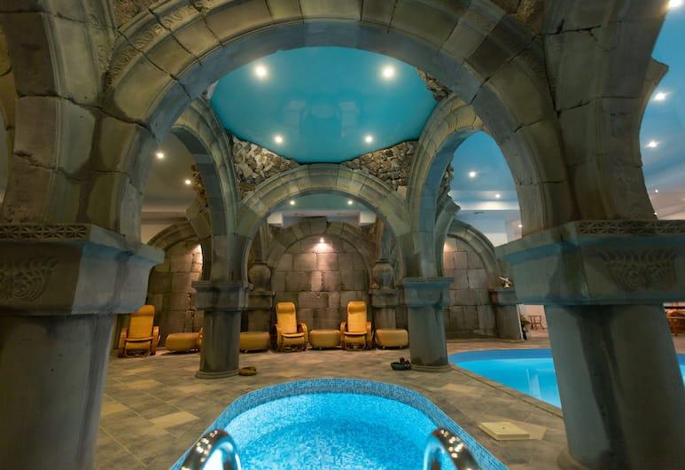 Latar Hotel Complex, Yerevan, Binnenzwembad