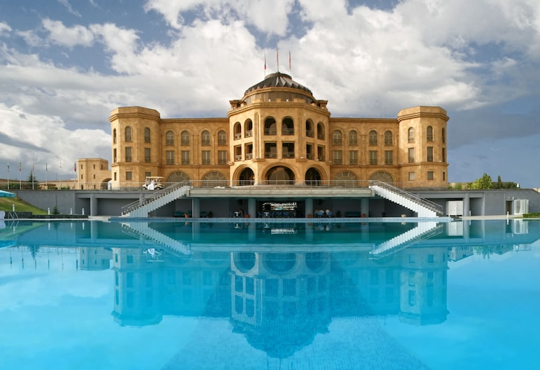 Latar Hotel Complex, Erevan