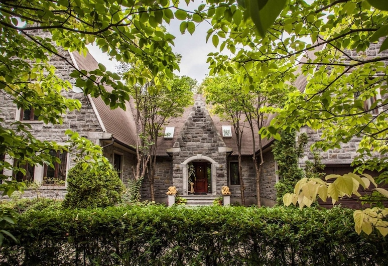 Chateau Olivier, Montreal
