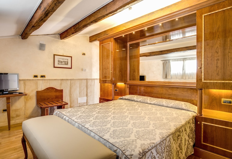 Pantheon Rooms, Rome, Classic Triple Room, Guest Room