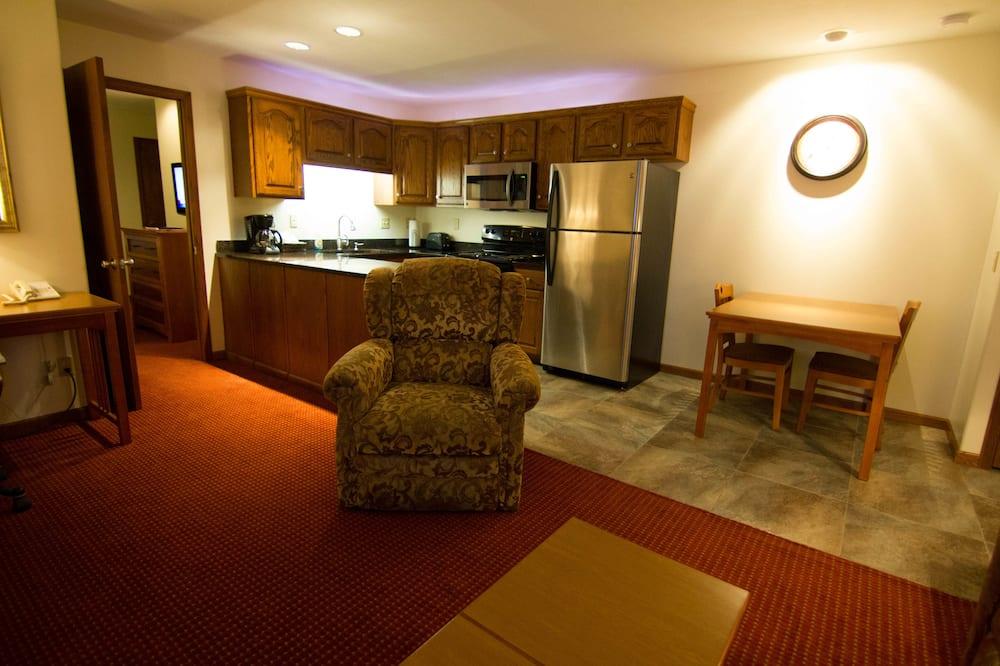 Luxe suite, 1 queensize bed met slaapbank, keuken - Woonruimte