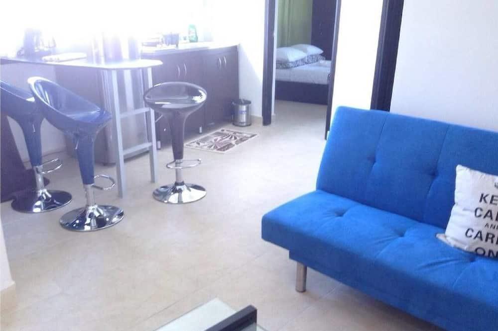 Apartment, 2 Bedrooms, Partial Ocean View - Living Area