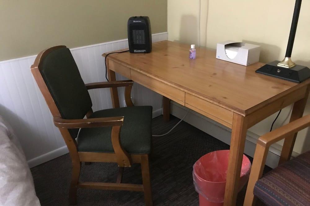 Family Tek Büyük Yataklı Oda, 2 Çift Kişilik Yatak, Sigara İçilmez - Oturma Alanı