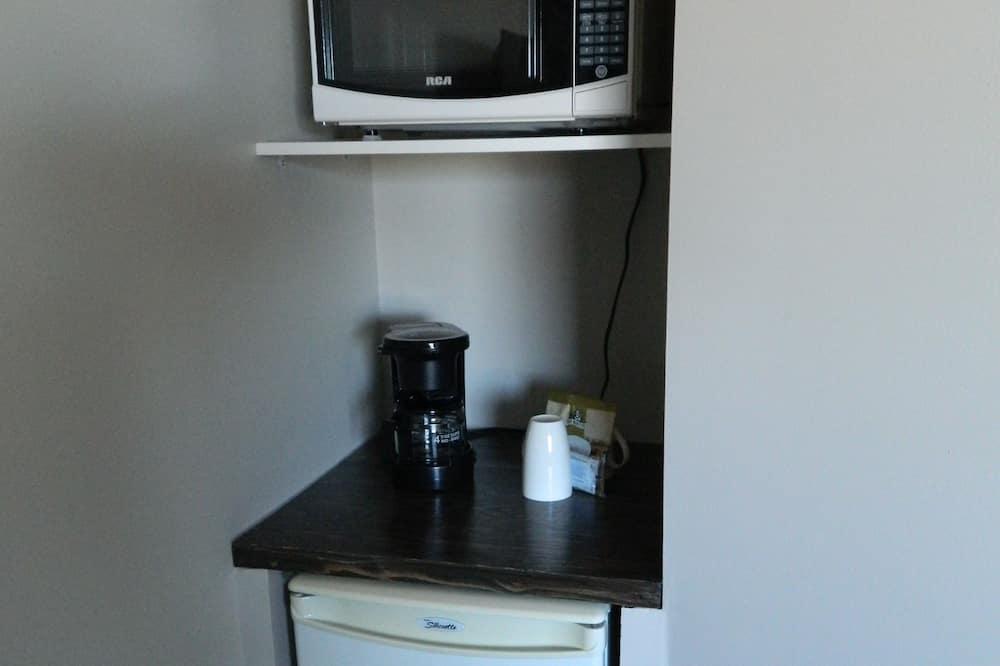 Room, 1 Queen Bed - Mini Refrigerator