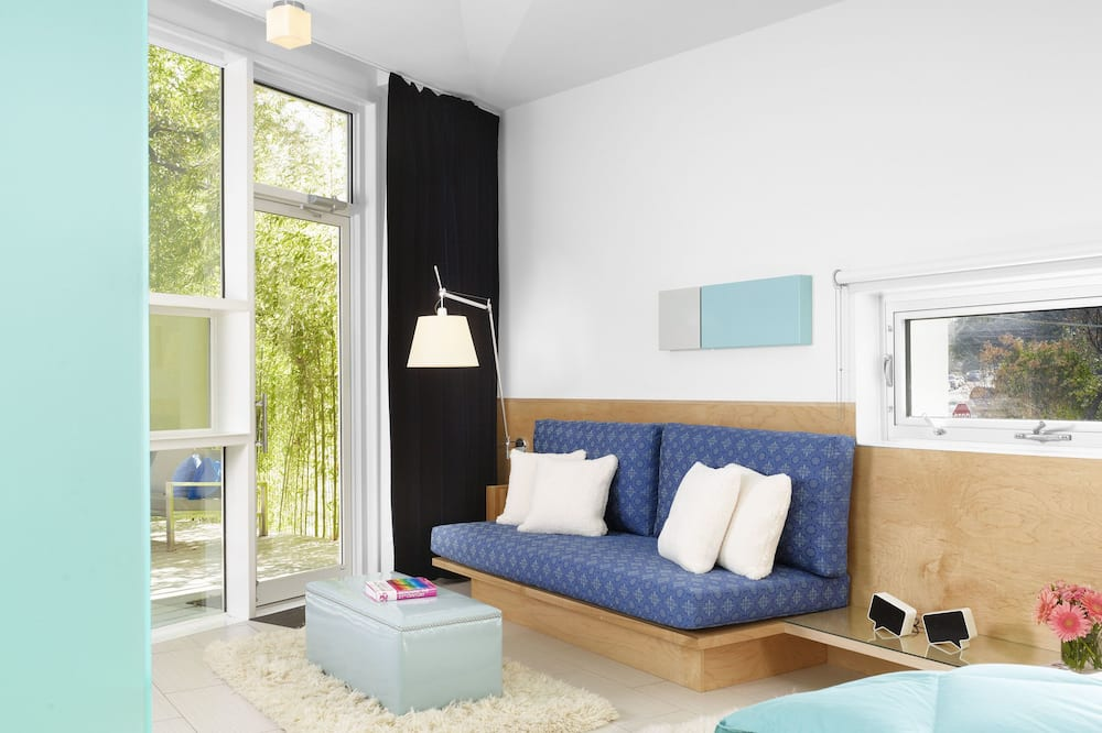 Suite – premium, 1 kingsize-seng, privat bad, gårdsplassområde (White Suite) - Oppholdsområde