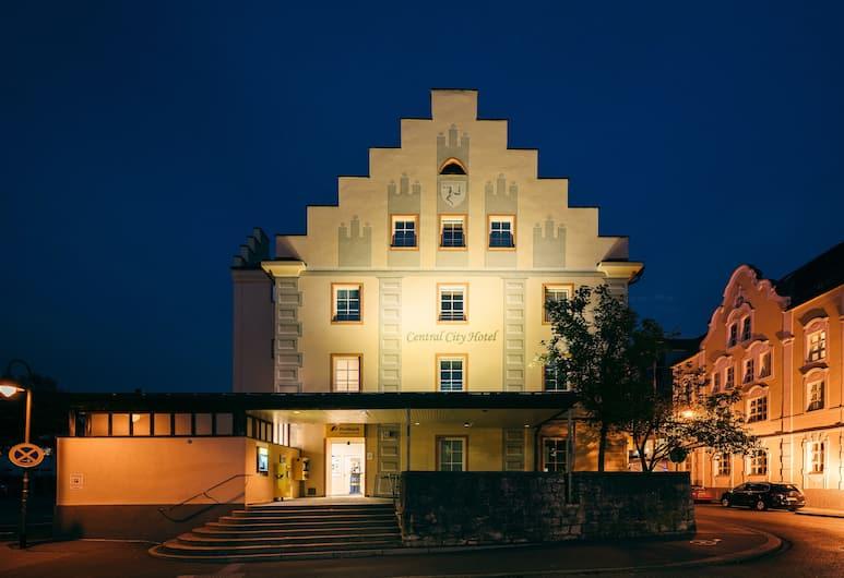 Central City Hotel, Füssen, Hotellets facade - aften/nat