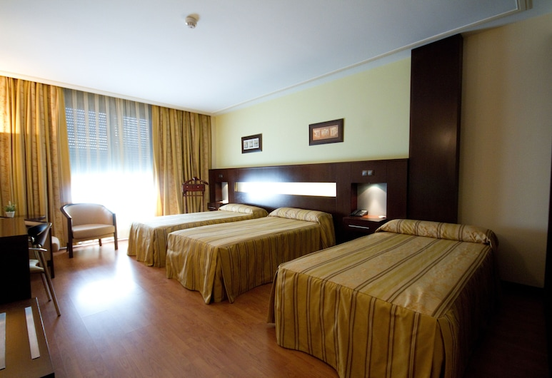 Hotel Los 5 Pinos, Madrid, Triple Room, Guest Room