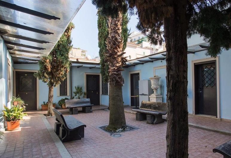 Residence Lodi, Rome, Binnenplaats
