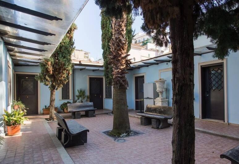 Residence Lodi, Roma, Cortile