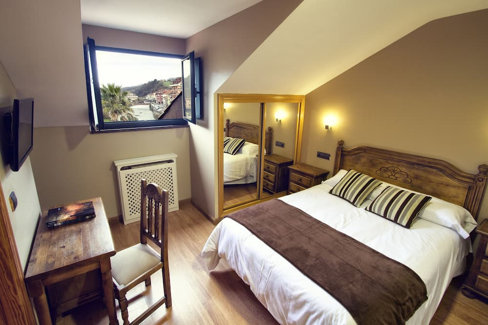 Standard Double Room, 1 Double or 2 Twin Beds - Mountain View