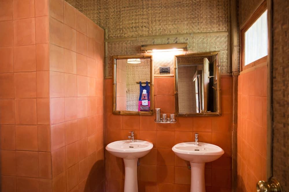 Standard Double or Twin Room, 1 Bedroom, Private Bathroom, Garden View - Bathroom