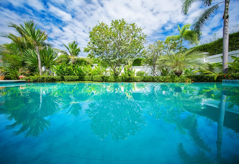 هوليوود بول فيلا جومتين باتايا, باتايا, حمام سباحة