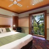 Stratton Deluxe King Room (Balcony) - Street View