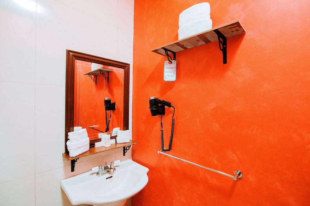 Deluxe Premium Room - Bathroom