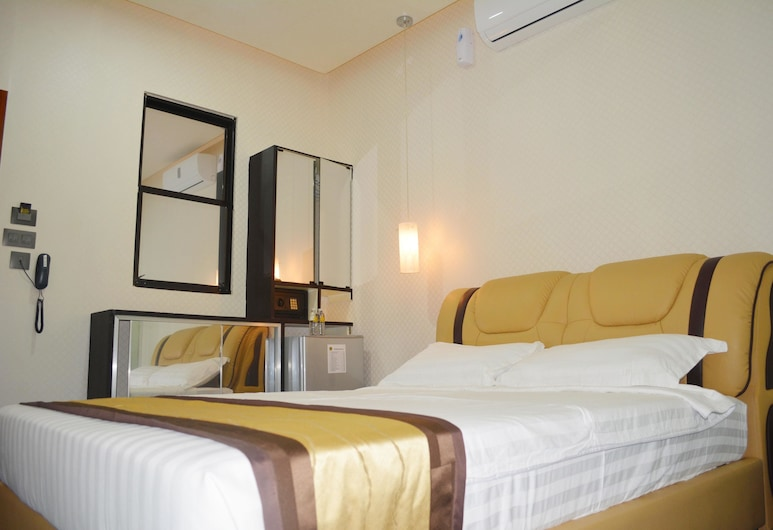 999 Hotel, Angeles City, Standard Room, 1 Queen Bed, Non Smoking, Guest Room