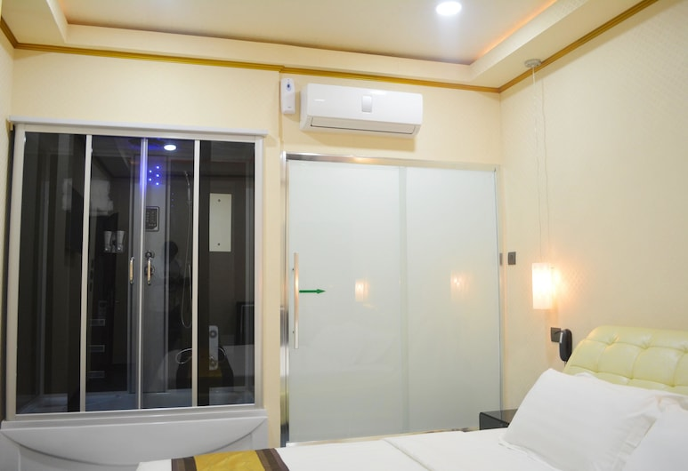 999 Hotel, Angeles City, Standard Room, 1 King Bed, Non Smoking, Guest Room