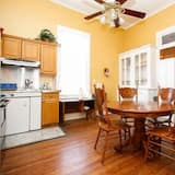 Classic suite, 1 queen size krevet, zajednička kupaonica - Obroci u sobi
