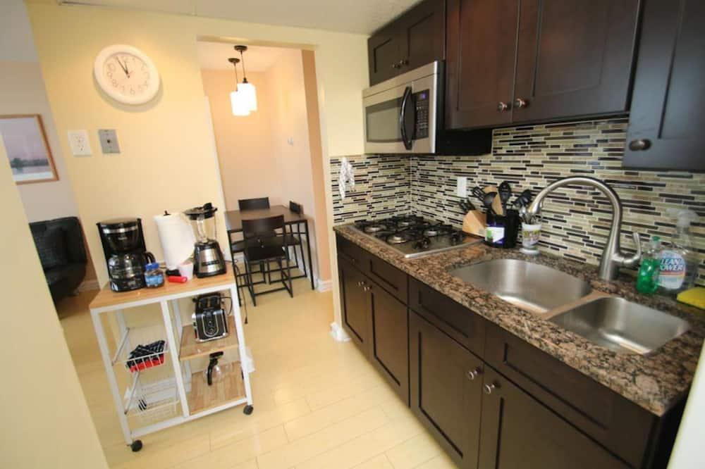 Premium Apartment, 2 Bedrooms, City View (2 Queen Beds & 1 Futon) - In-Room Dining