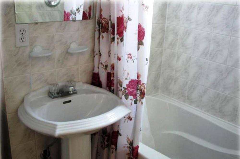 Szoba, 2 kétszemélyes ágy, dohányzó - Fürdőszoba