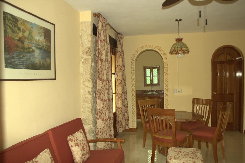 Master Suite 1 king bed - Living Room