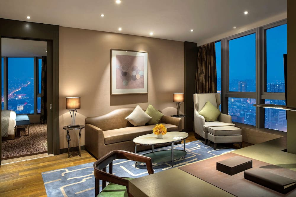 Suite, 1 King Bed, Business Lounge Access, City View (Prestige) - Guest Room